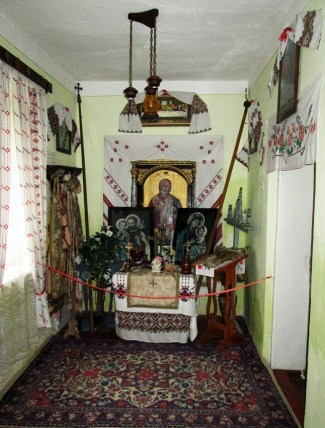 Друга кімната-каплиця Садиби-музею Степана Бандери у Волі-Задеревацькій. Фото: Патер Анастасії