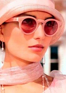 Сонцезахисні рожеві окуляри в стилі 1930-х рр. (зі сайту http://modagid.ru/articles/2386)
