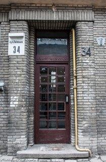 Вхідний портал будинку по вул. Київській, 34, фото М. Ляхович