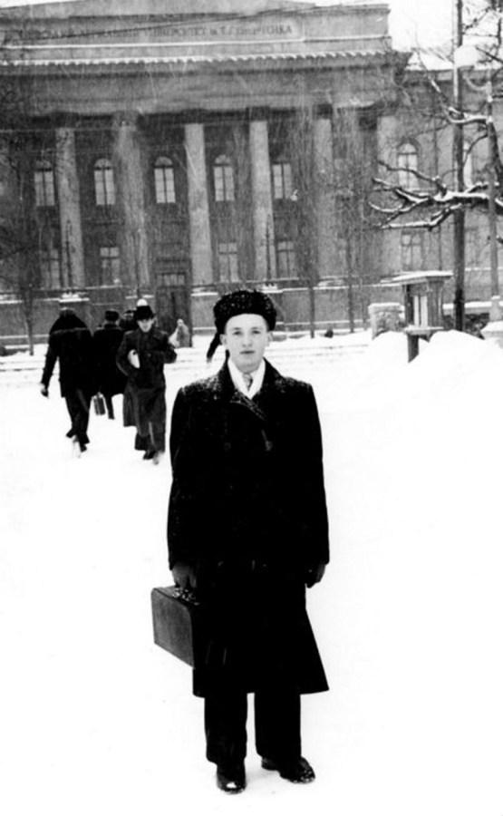 В. Чорновіл – студент Київського університету/ http://his.img.pravda.com/images/doc/1/7/17aec3c-0031.jpg
