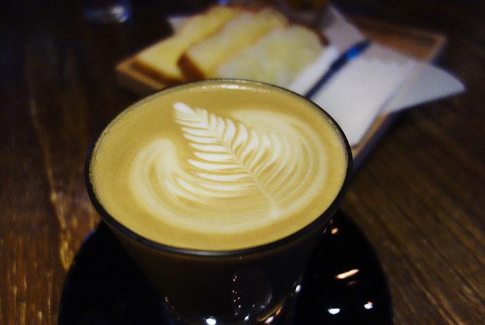 梅問題-食記-下午茶-《QAFE Room》藏身在信義區的精品飯店咖啡廳,越夜越有fu!