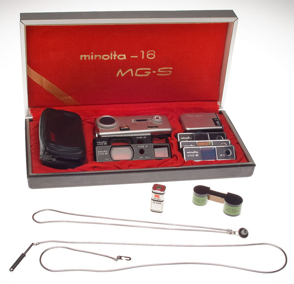The Minolta-16 MG-S kit with accessories
