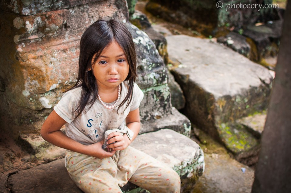 Girl Holding Money Wallpaper Angels Of Cambodia Photocory