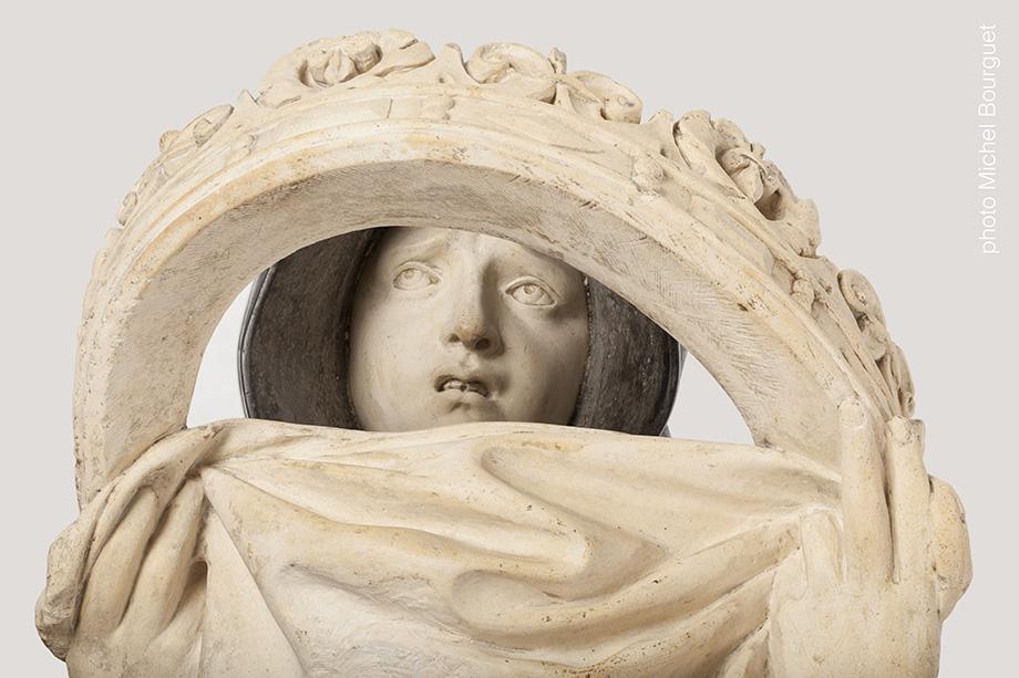 Le visage de l'orante et la couronne © Michel Bourguet photographe d'œuvre d'art