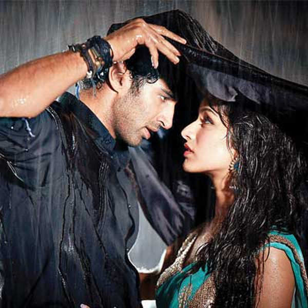 Aashiqui 2 Hd Wallpaper For Facebook Cover Here S A Slide On Bollywod Romances Bloosoming In The