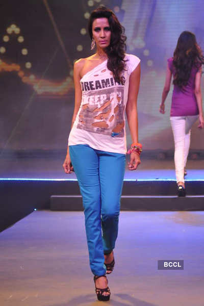 Model Kavita Kharayat walks the ramp during 'Future ...