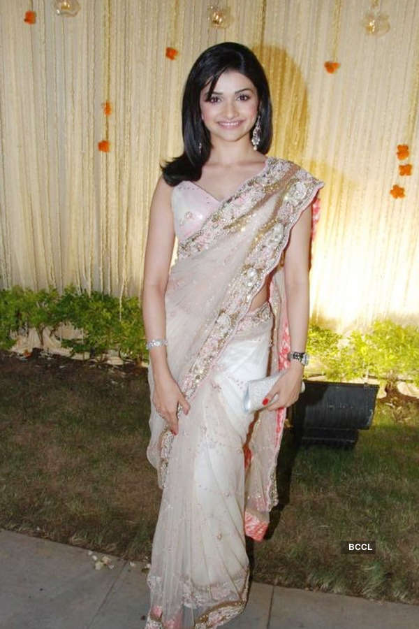 Jagjit Singh Hd Wallpapers Prachi Desai In White Embroidery Sari Paired With Half