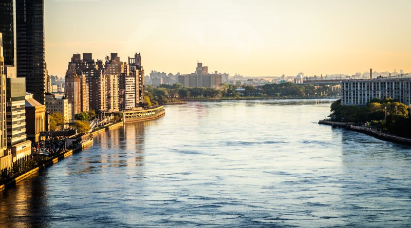 East River Photo from the Roosevelt Island Tram by Dayton Photographer Alex Sablan