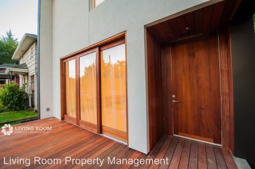 5403 NE 28th Avenue, Portland, OR 97211 HotPads - living room property management