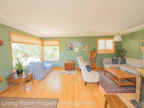 5215 N Delaware Avenue, Portland, OR 97217 HotPads - living room property management