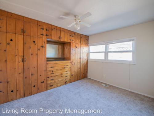 6915 SE Mall Street, Portland, OR 97206 HotPads - living room property management