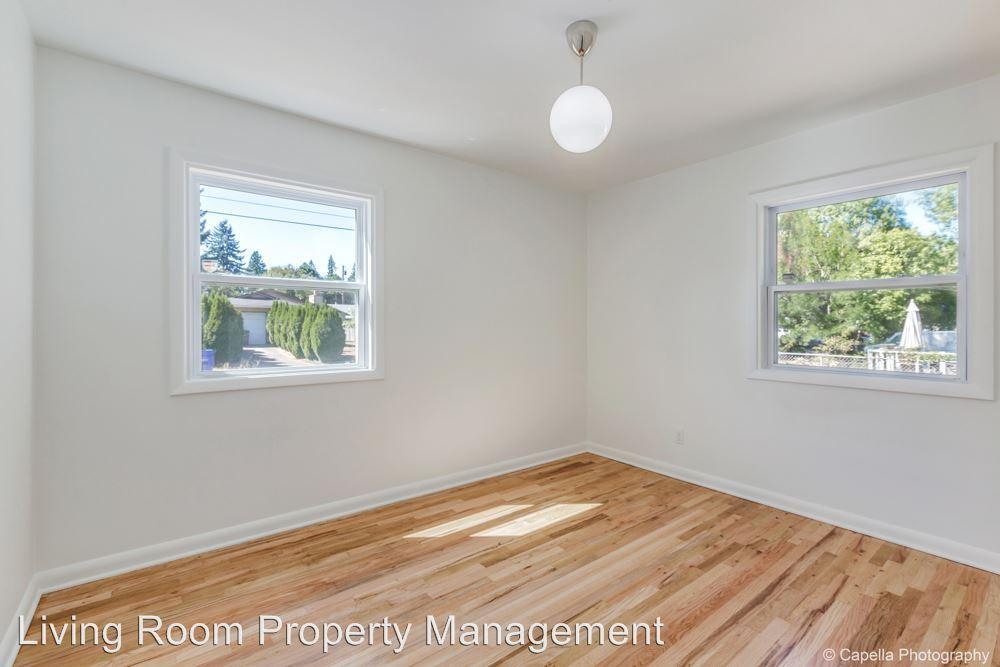 5135 N Fessenden Street, Portland, OR 97203 HotPads - living room property management