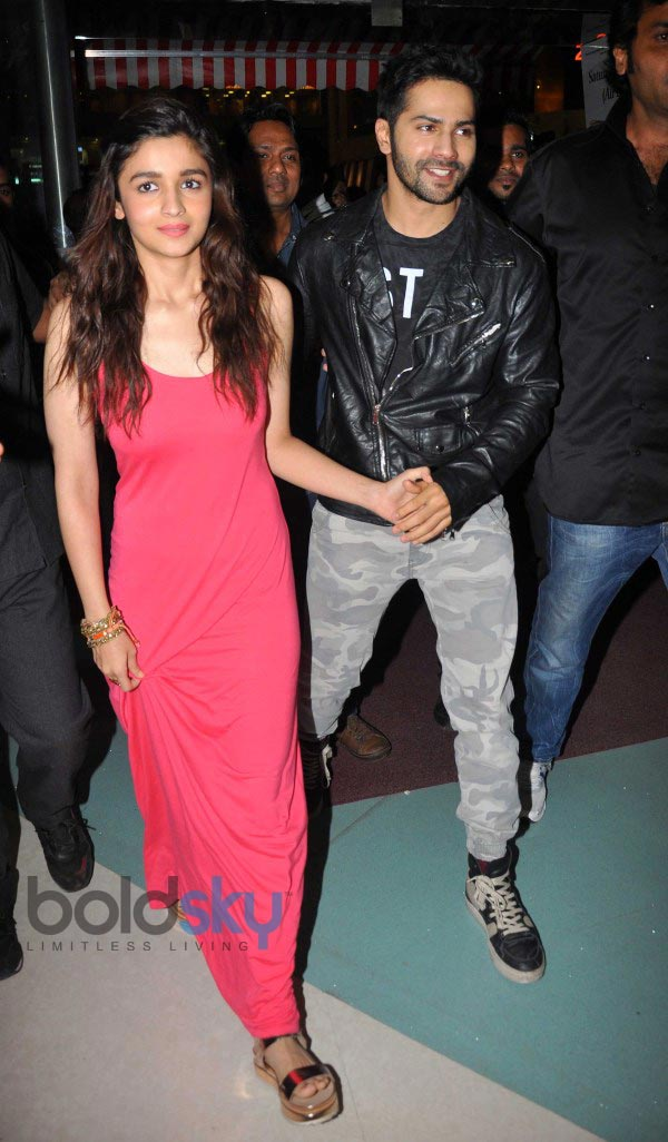 Varun And Alia Hd Wallpapers Alia Bhatt And Varun Dhawan Stuns At R City Mall During