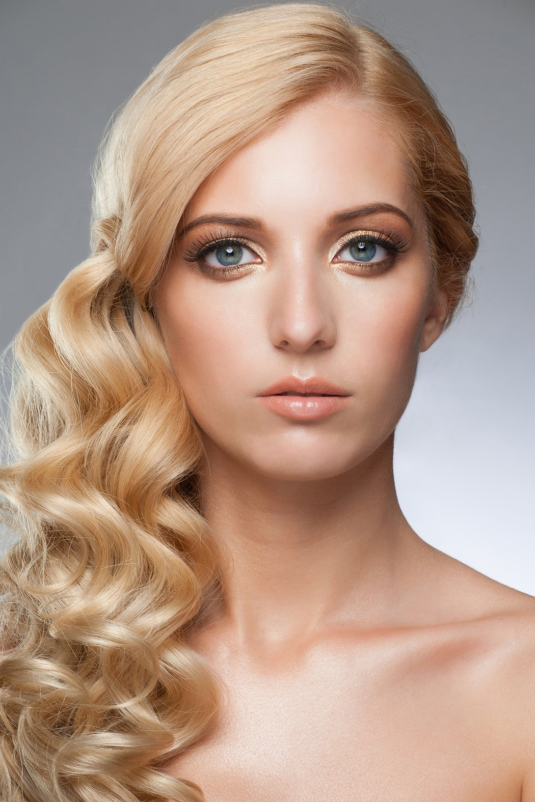 frau blond blaue augen