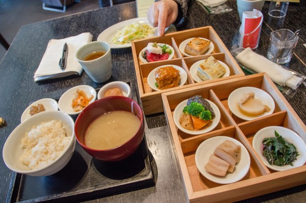 Japanese Food: Many courses and a lot of food!