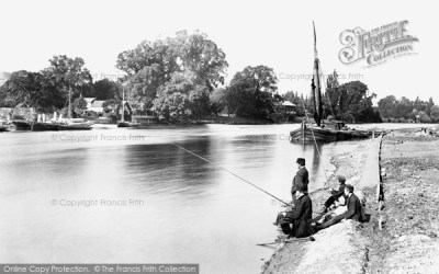 Kingston Upon Thames, Downstream From The Railway Bridge 1890 - Francis Frith
