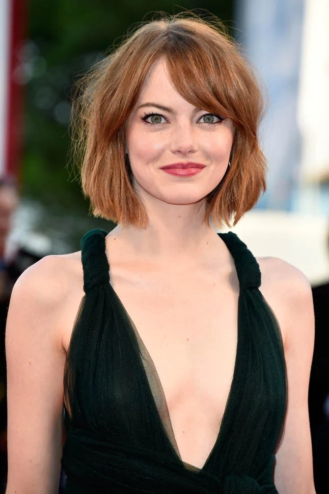 Frisuren Schulterlang 2019 Emma Stone In Dark Green Valentino At Venice Gala For