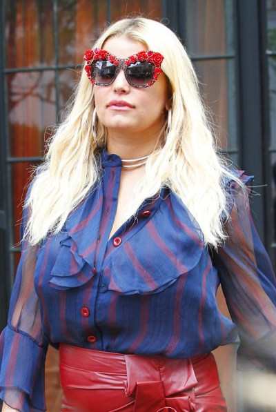 Jessica Simpson steps out in another painful outfit
