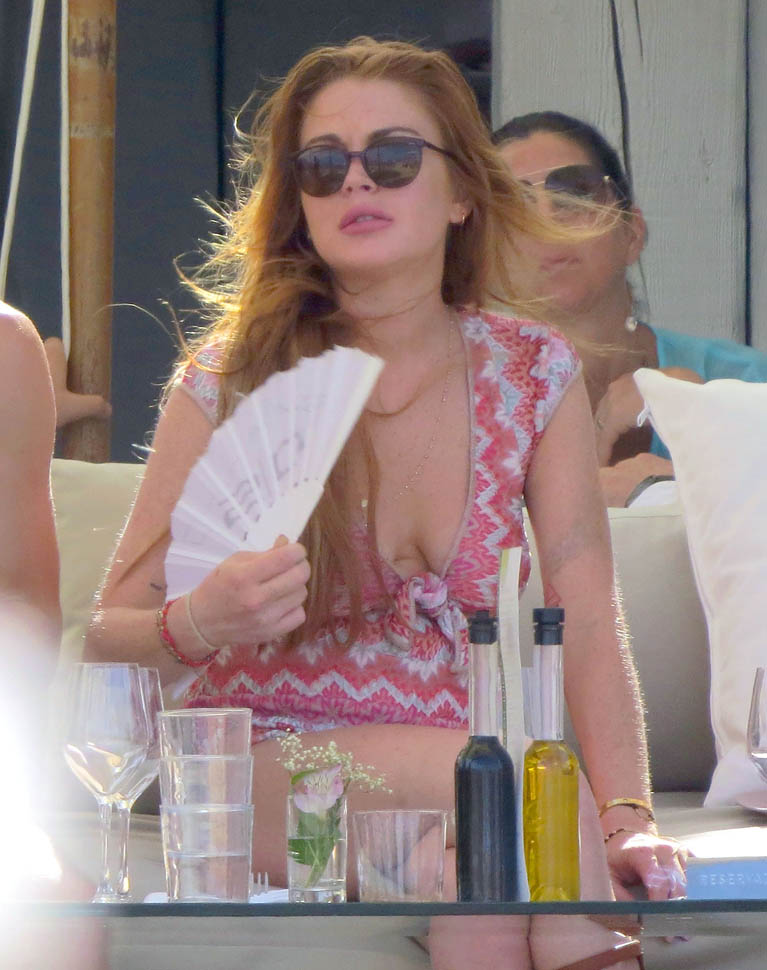 Beach Club La Leonardo Dicaprio And Lindsay Lohan Both On Holiday In