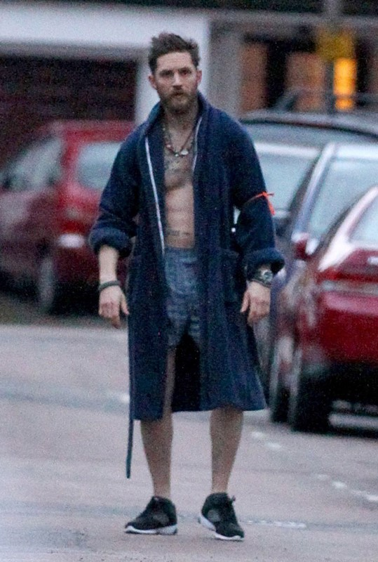 24 Movie Tom Hardy Runs In His Underwear For Stand Up To Cancer