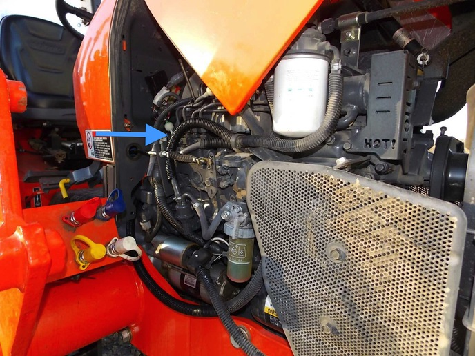 Kubota M7040 blows off a fuel hose -- - Yesterday\u0027s Tractors