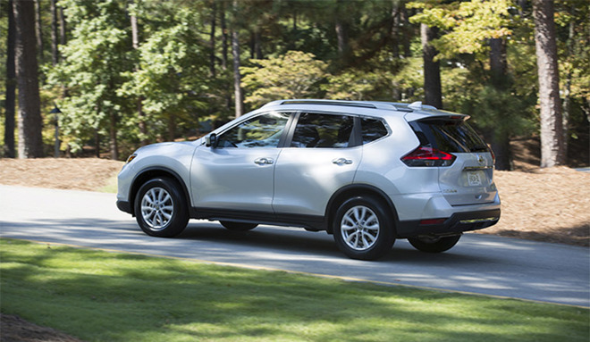 2018 Nissan Rogue comes with Apple CarPlay standard, first US car