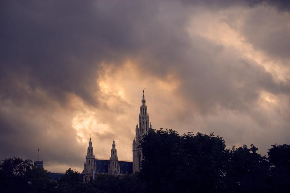 vienna, rathaus, cityhall, sky, drama, dark clouds