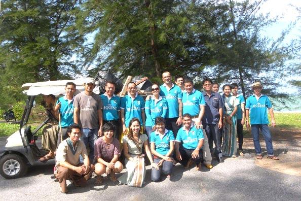MAIKHAO DREAM VILLA RESORT & SPA organized beach cleaning exercise