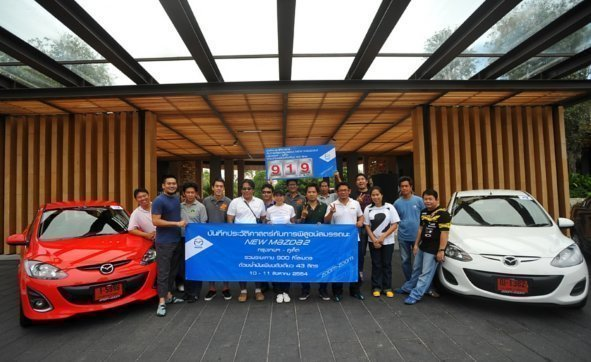 Thai Automobile Medias / Reporter congratulate their statistic of 919 kms with  one tank of gasoline from Bangkok to Phuket