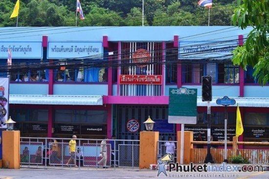 Phuket Prison's female inmates enjoy banquet