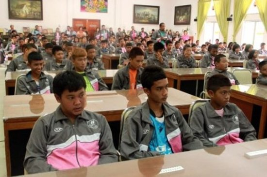 Phuket students leave to compete in Nakhon Trang Games