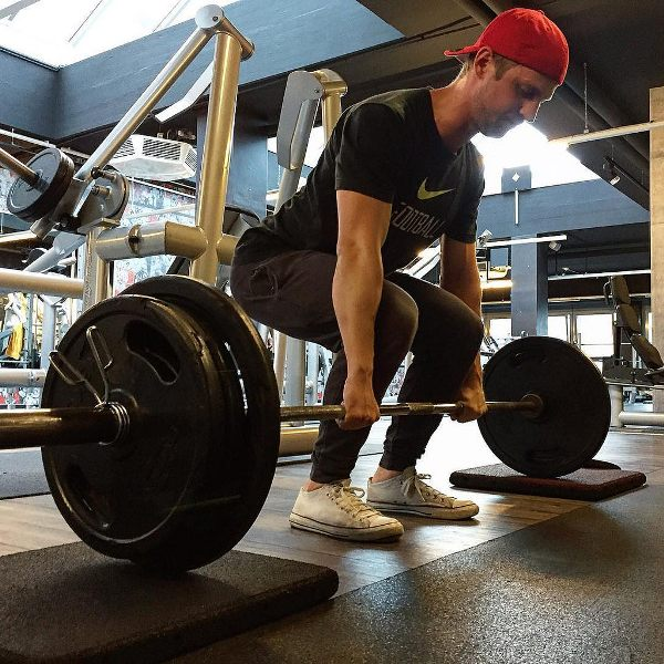 How Much Should I Be Able To Deadlift? \u2013 Physical Living