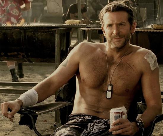 Bradley-cooper-torse-nue-militaire