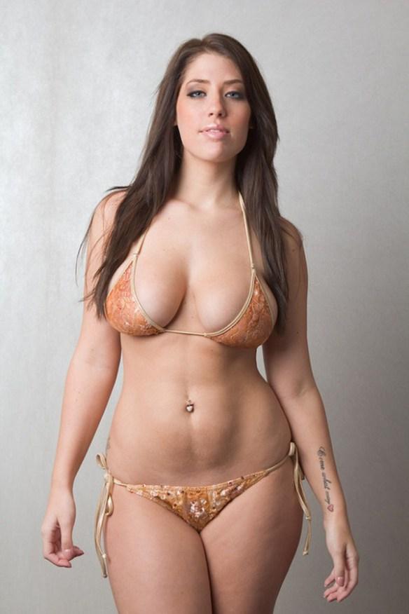 fille-pulpeuse-hanche-poitrine-sexy