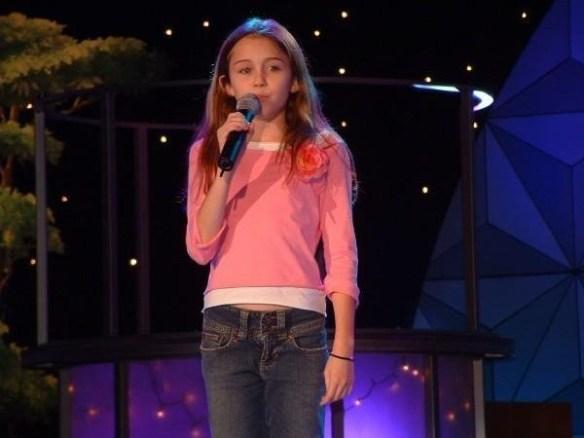 miley-cyrus-jeune-chanteuse