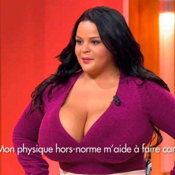 sarah-fraisou-enorme-seins-decolte