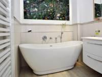 Freistehende Badewanne Sanitas aus Acryl - wei glnzend ...