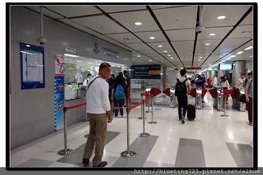 泰國曼谷《蘇汪納蓬機場Suvarnabhumi》機場快線 2.jpg