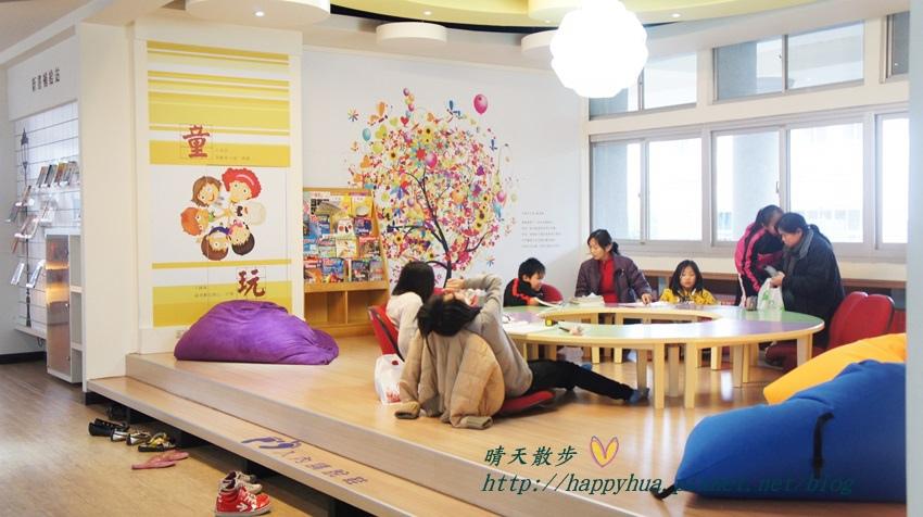 豐原圖書館二樓 兒童書區 (1).JPG
