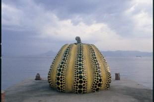 難以理解的日本怪規則……..草間彌生那兩顆在直島上的大南瓜