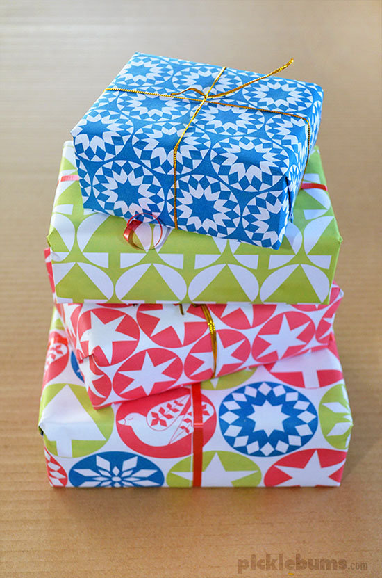 Free Printable Christmas Gift Wrap - Picklebums