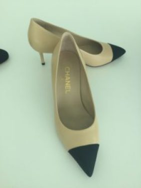 Love these ow heels! I could walk all over Paris o LA in these!