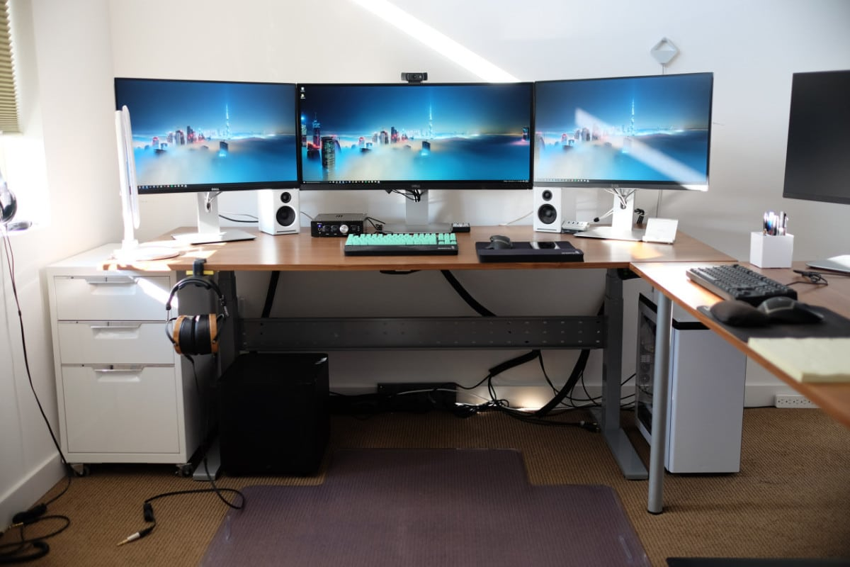 Computer Gaming Desk How To Choose A Good Gaming Desk Tips For A Perfect