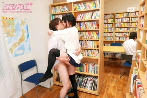 緒奈もえ スベスベの長い脚で学校中の視線を独占する 絶対領域スレンダー女子校生サンプルイメージ7枚目