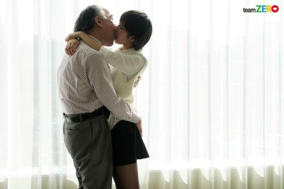 湊莉久 中年オヤジを骨抜きにする援交美少女の変態セックスサンプルイメージ5枚目