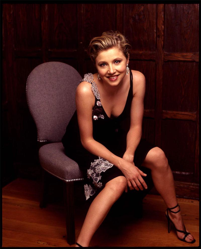 Cute Lady Wallpaper Hd Sarah Chalke S Feet