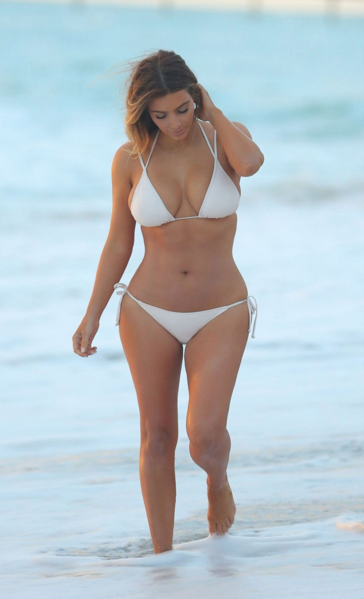 Latest Bollywood Hd Wallpapers Celebrities View Buzz Kim Kardashian In Bikini At A Beach