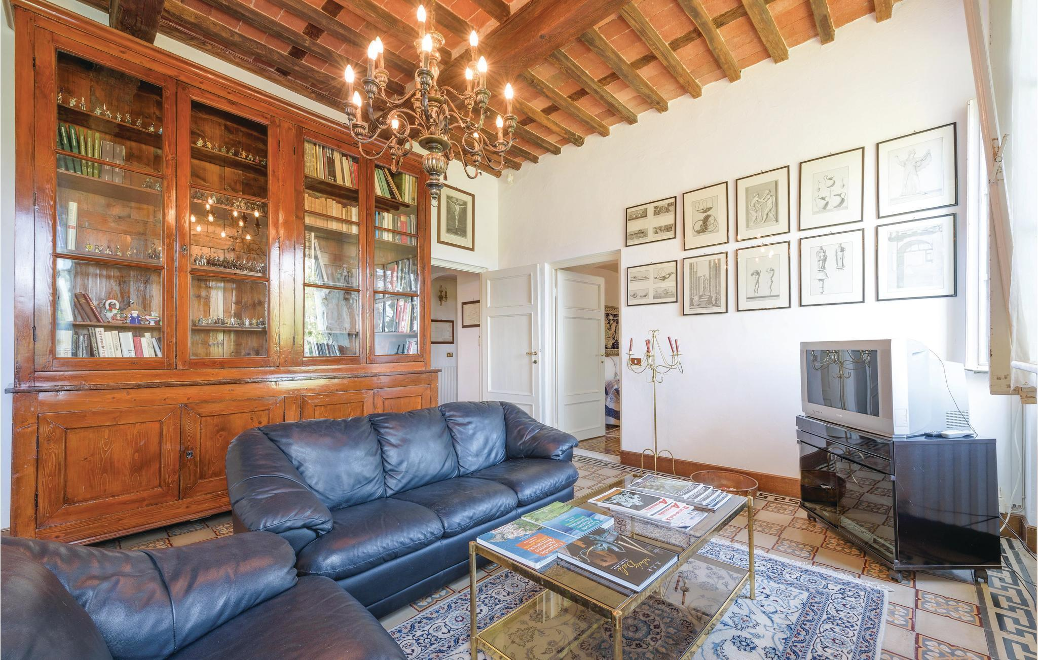 Holiday Home Apartment 9 Persons Trav Terza Via Camaiore Lucca 55100 Lucca Lu 140 Itl438 Feline Holidays