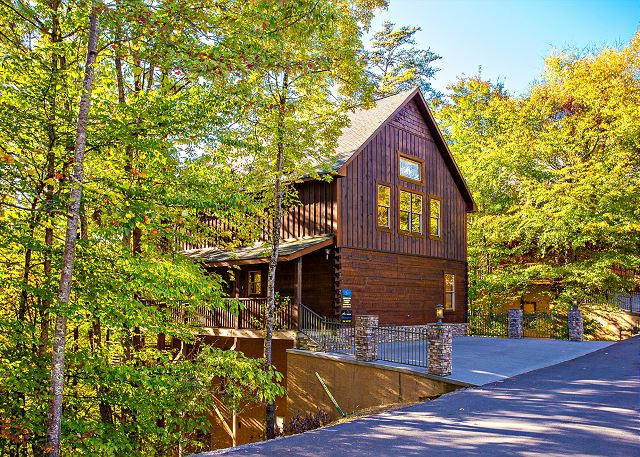 Pigeon Forge, TN United States - MAJESTIC FOREST Smoky Mountains