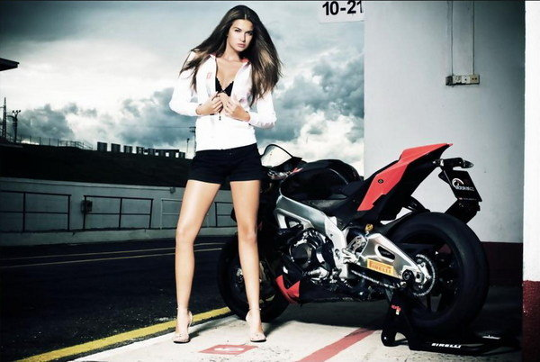 Dirt Bike Wallpaper Girls Aprilia Rsv4 Amp Klara Go Straight To The Heart Pictures